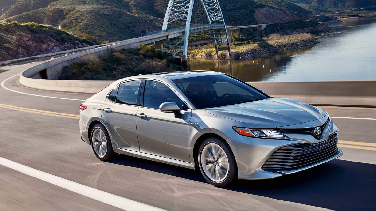 2018 Toyota Camry Xle Hybrid Overview